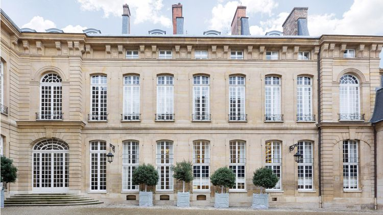 Hôtel particulier sur 4 niveaux dans le Faubourg-Saint-Germain