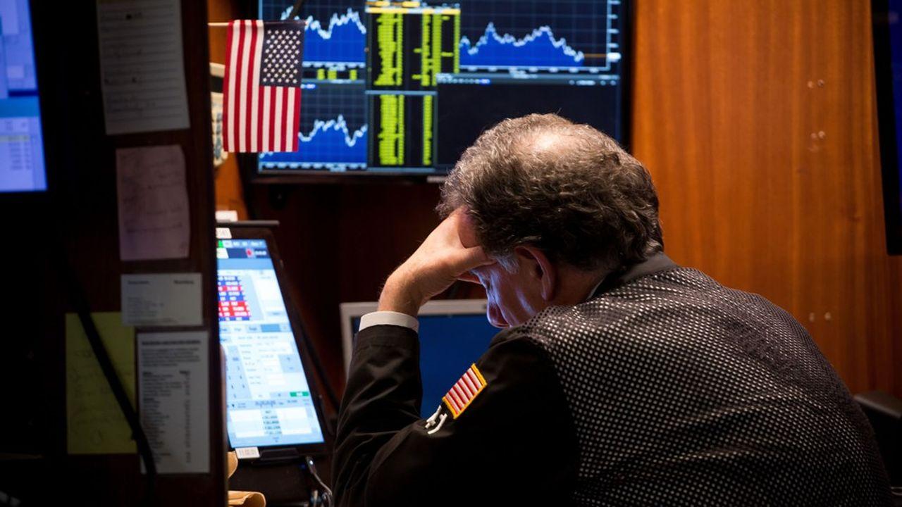 Annonçant l'acquisition de son rival en pleine tempête boursière, le groupe de courtage en assurances coté à Wall Street Aon voyait son cours dévisser de près de 15% lundi.