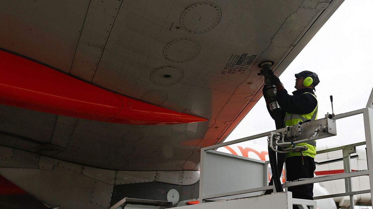 La facture de carburant des compagnies aériennes va fortement se réduire en 2020.