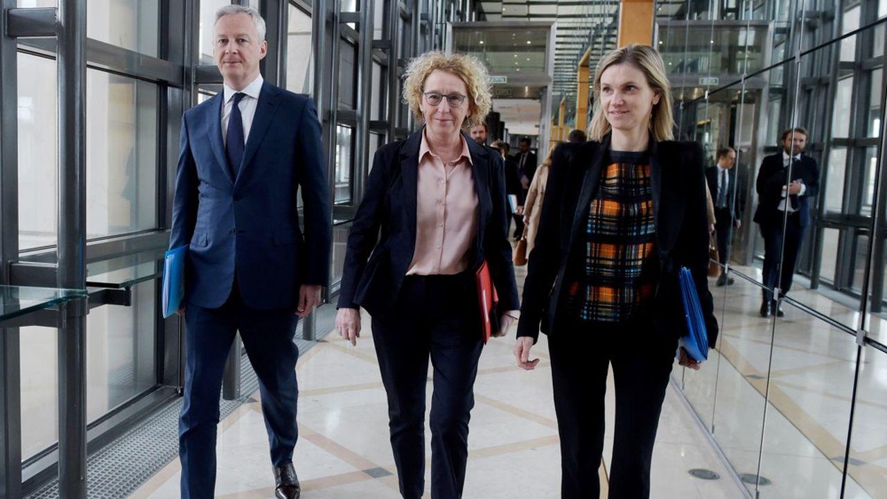Le ministre de l'Economie, Bruno Le Maire, la ministre du Travail, Muriel Pénicaud, et la secrétaire d'Etat à l'Industrie, Agnès Pannier-Runacher, ont rencontré ce lundi à Bercy les fédérations professionnelles au sujet de leurs difficultés face à l'épidémie de coronavirus.