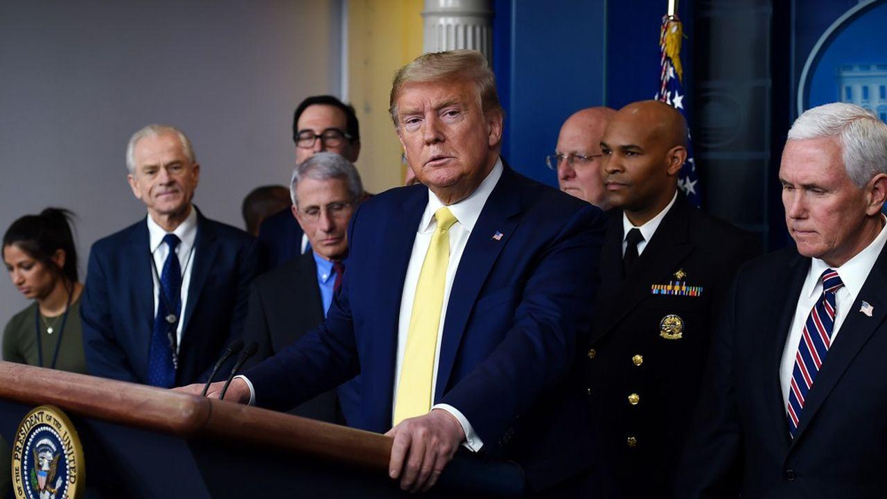 Le président, qui a parlé moins de trois minutes et n'a répondu à aucune question lors de la conférence de presse de lundi soir, apparaît toujours agacé de la situation.