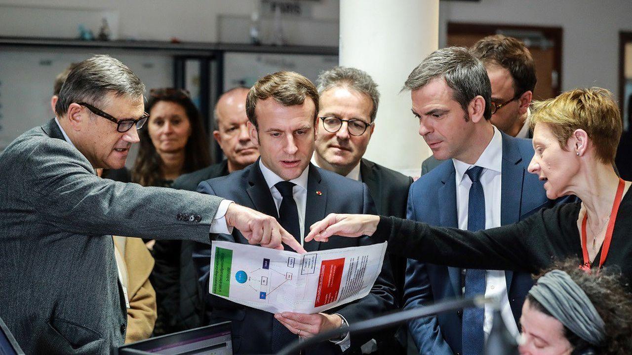 Emmanuel Macron a visité ce mardi matin le centre d'appel (15) du Samu de l'hôpital Necker-Enfants malades à Paris