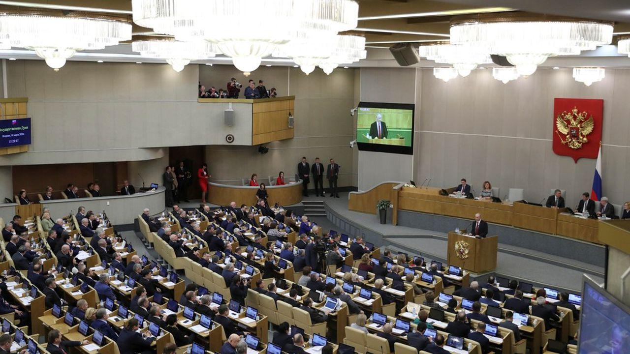 Coup de théâtre dans la réforme de la Constitution, mardi: la Douma a autorisé Vladimir Poutine à rempiler pour deux mandats au Kremlin. Jusqu'en 2036.