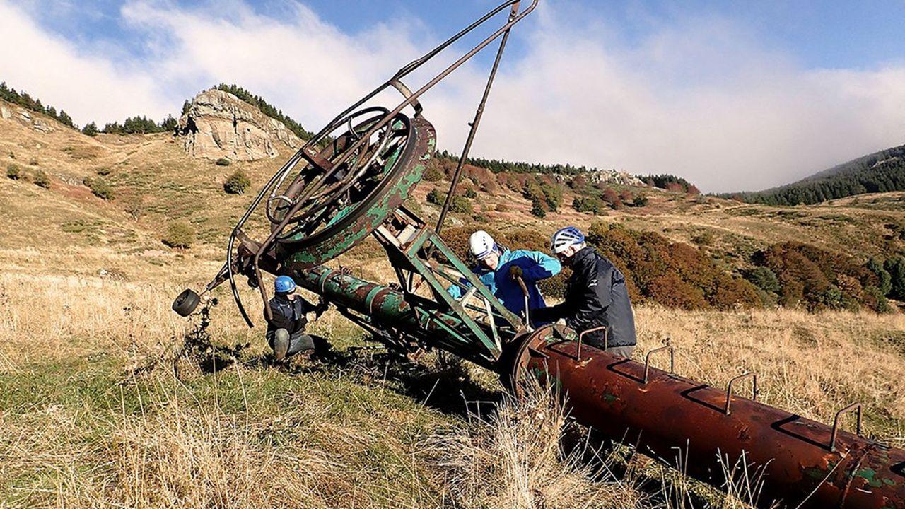 Depuis 2001, Mountain Wilderness a débarrassé les hauteurs de plus de 500tonnes de déchets de toutes sortes à l'occasion d'une cinquantaine de chantiers