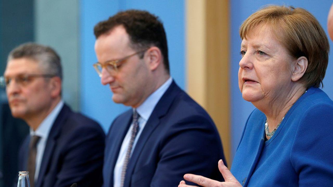 En présence du ministre de la Santé et du président de l'institut Robert Koch, Angela Merkel a marqué sa détermination, mercredi matin devant la presse, à ralentir la propagation du coronavirus et soutenir l'économie allemande.