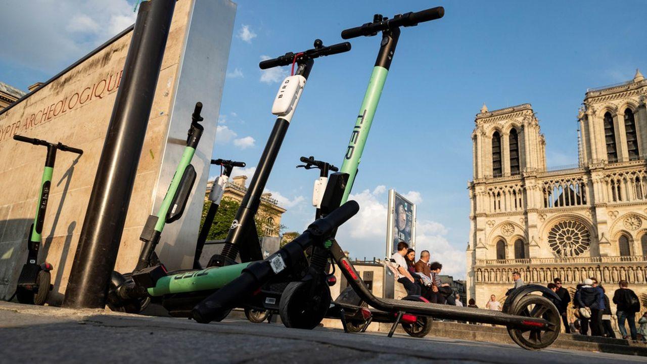 La mairie de Paris a décidé de lancer un appel d'offres pour réguler le marché des trottinettes, qui a compté jusqu'à 12 opérateurs en 2019.