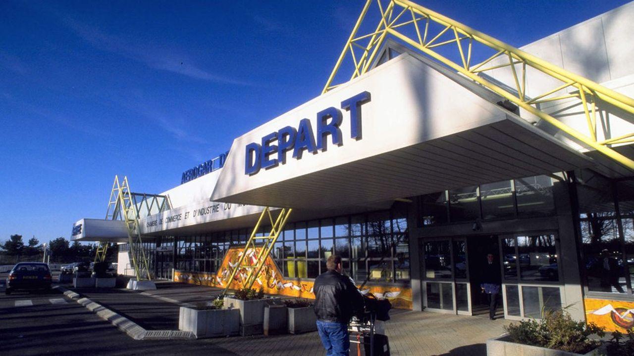 A Lorient, l'Etat cherche à se désengager de l'exploitation commerciale de l'aéroport militaire.