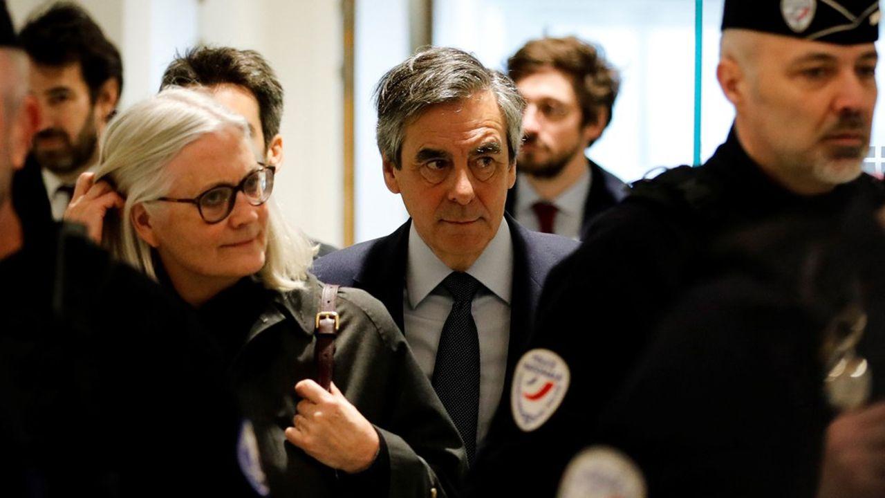 La défense a demandé mercredi la relaxe de Penelope et de François Fillon. (Photo by Thomas SAMSON/AFP)