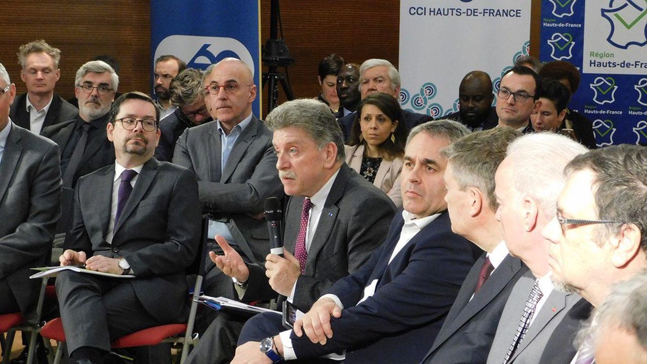 Le préfet Michel Laland au centre et à droite Xavier Bertrand, président du conseil régional Hauts-de- France.