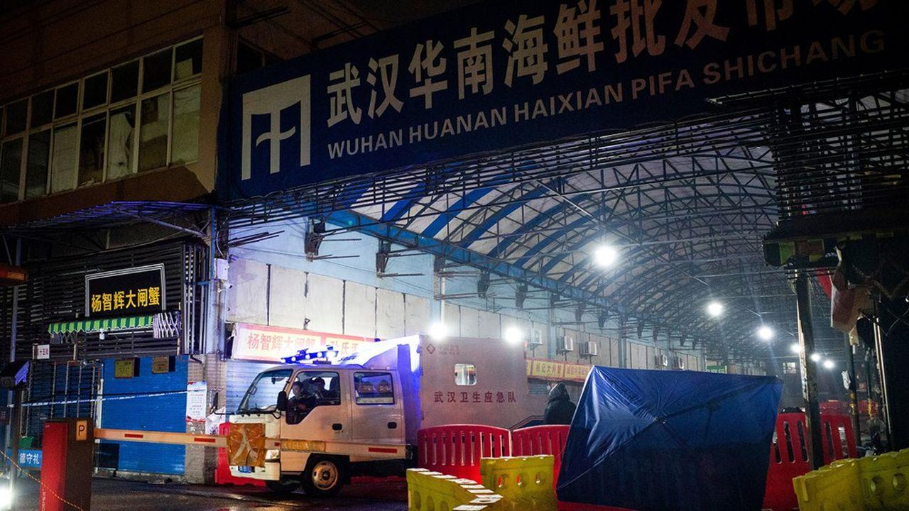 La crise actuelle a commencé par un problème d'hygiène dans un marché d'alimentation de gros à Wuhan.