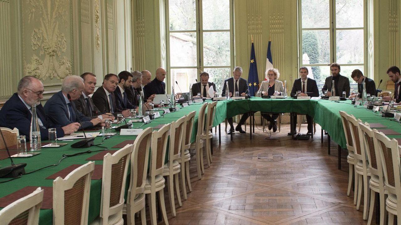Bruno Le Maire, ministre de l'Economie et Muriel Pénicaud, ministre du Travail ont réuni ce vendredi les partenaires sociaux pour échanger sur les conséquences économiques et sociales de la crise du virus.