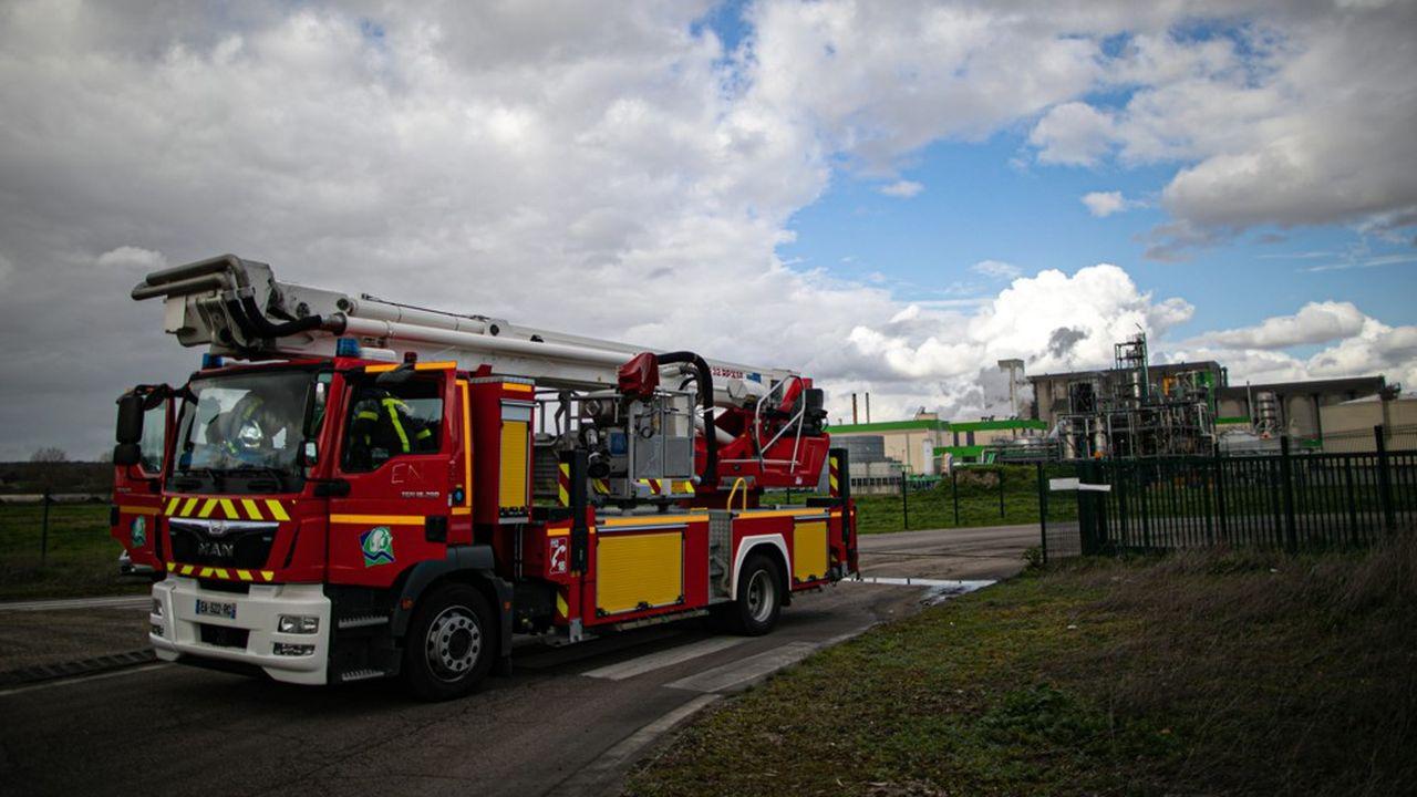 Selon Saipol, cinquante salariés étaient sur place au moment de l'incendie. Ils ont été évacués.