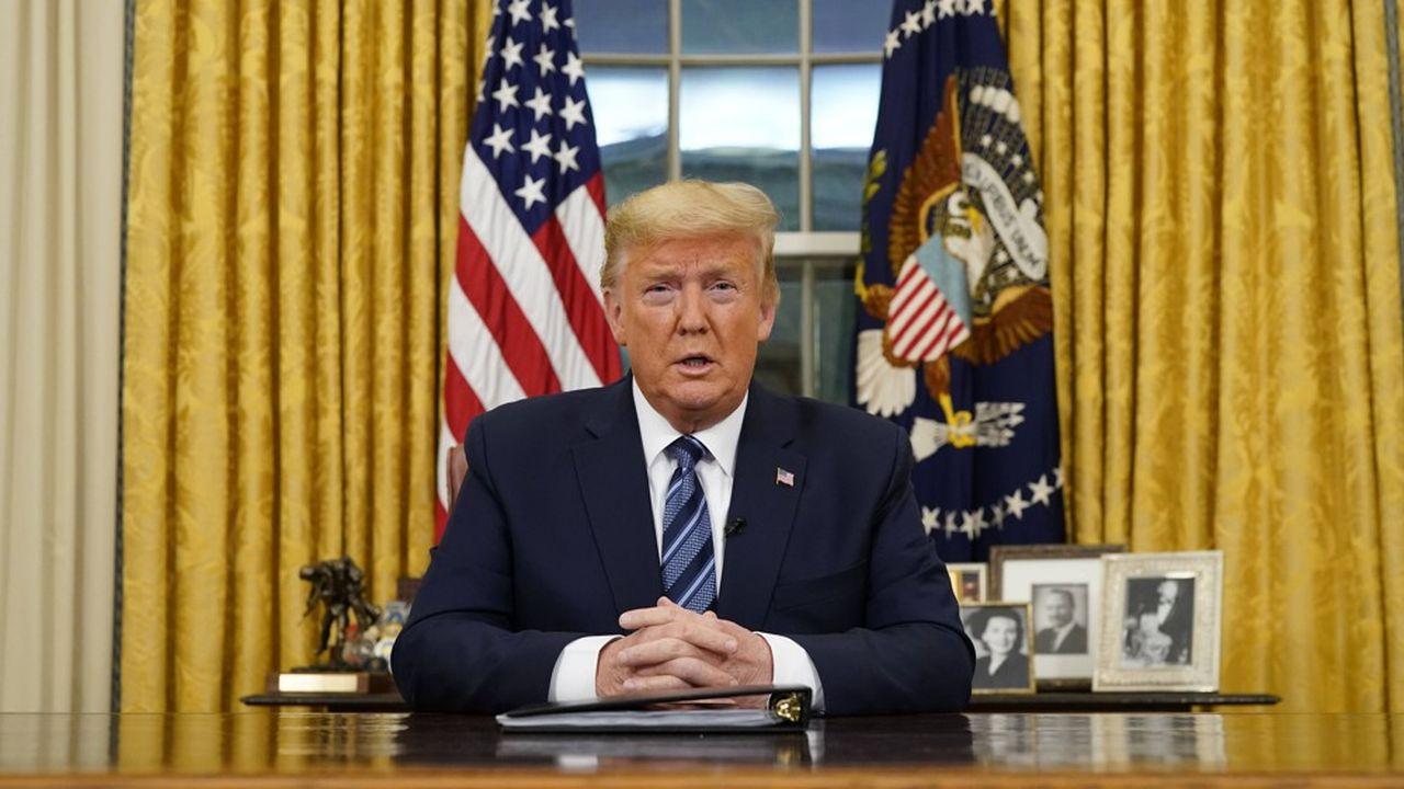 Après avoir interdit l'accès des voyageurs en provenance d'Europe, Donald Trump a décrété l'état d'urgence nationale.