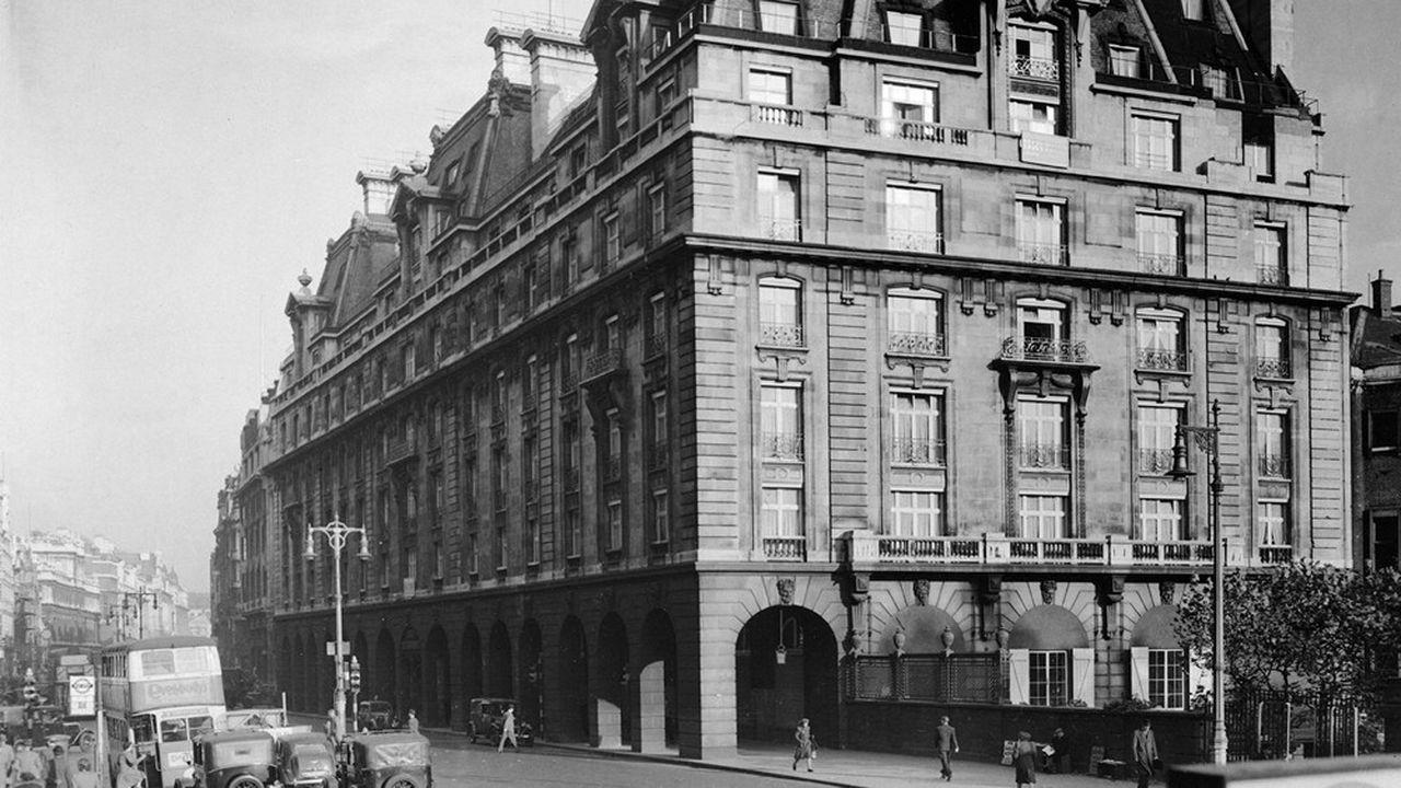 Les frères Barclay ont pris en 1995 le contrôle du Ritz, l'un des fleurons de l'hôtellerie de luxe à Londres (ici dans les années 1940).