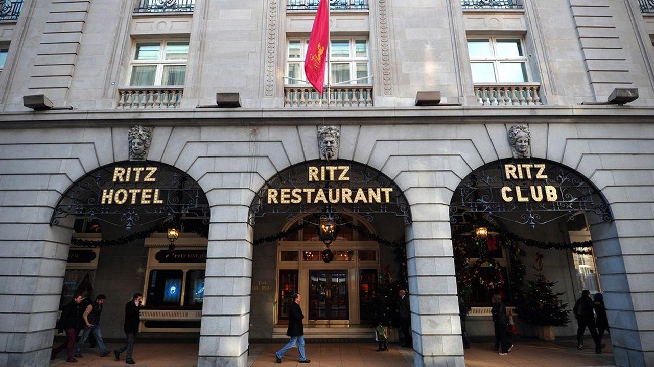 La vente du Ritz, à Londres, donne actuellement lieu à une guerre ouverte entre les deux clans de la famille Barclay, qui en est actuellement propriétaire.