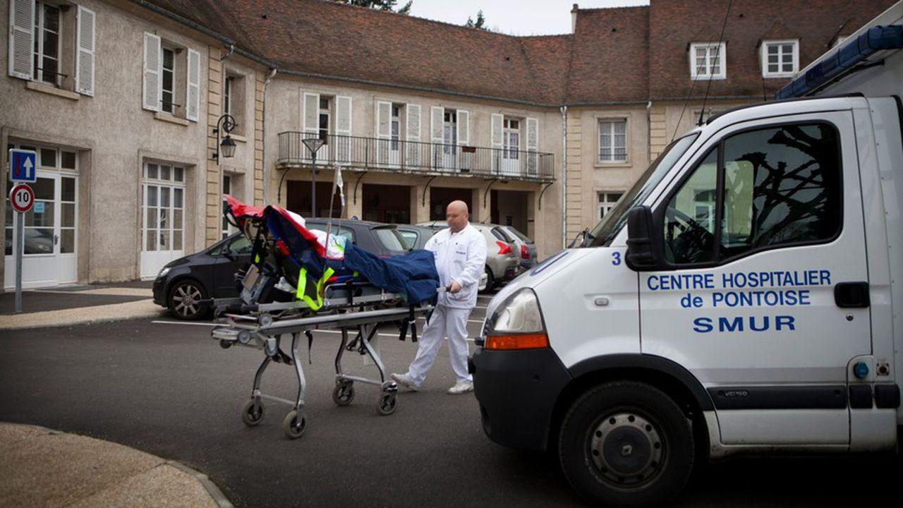 En France, l'hôpital public - car c'est lui qui assure à 90% les soins intensifs - peut porter sa capacité d'accueil de 5.000 à 15.000 lits de réanimation.