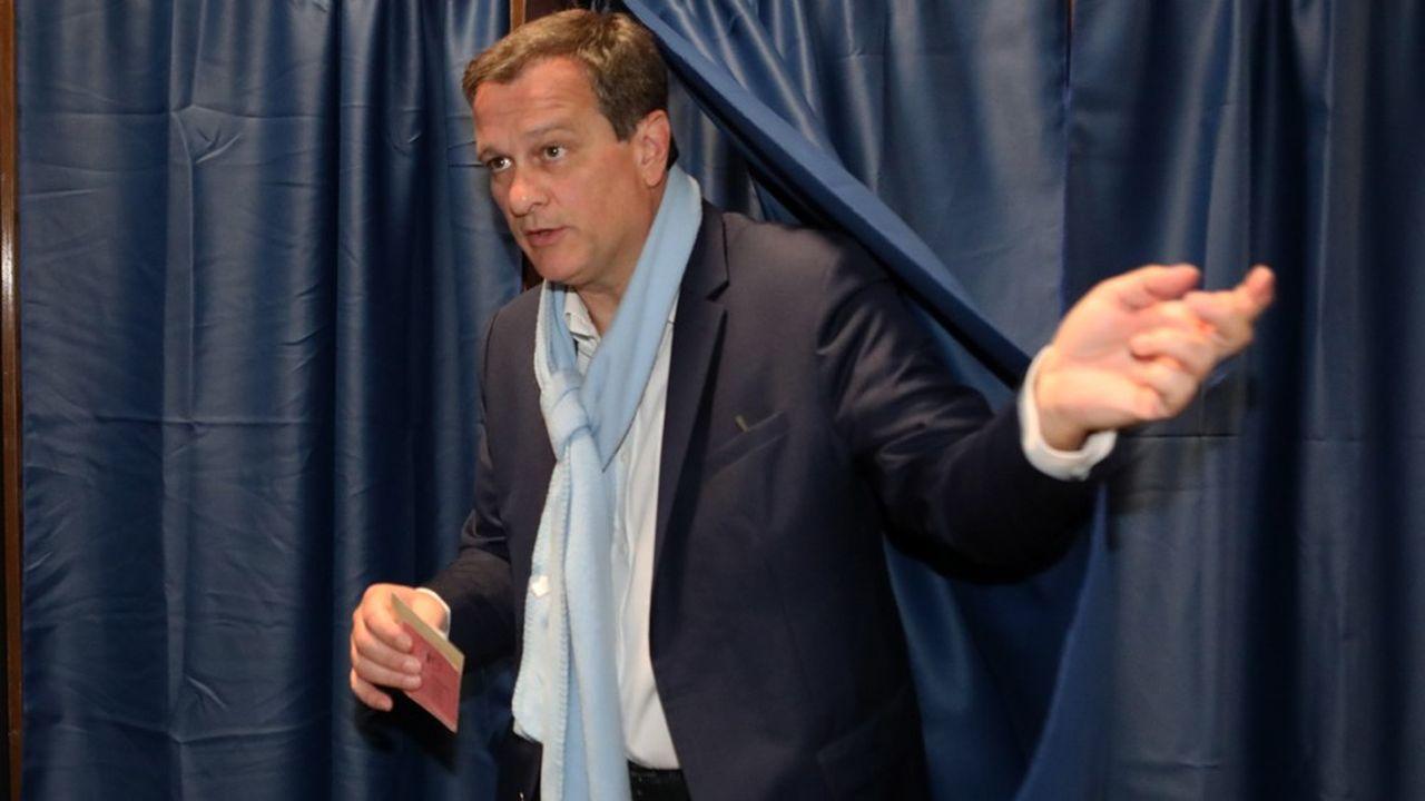 Louis Aliot, grand espoir du Rassemblement national à Perpignan, arrive en tête au premier tour avec environ 36% des voix, devant le maire sortant LR, Jean-Marc Pujol, crédité de seulement 19%.