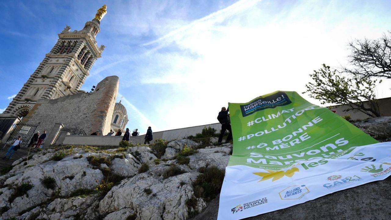 Devant la basilique Notre-Dame-de-la-Garde à Marseille le 12mars.