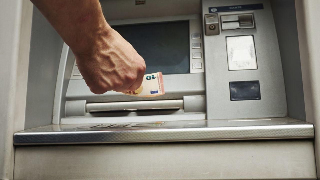 La Banque de France ne voit pas de signe d'un emballement du côté des retraits d'argent en cash.