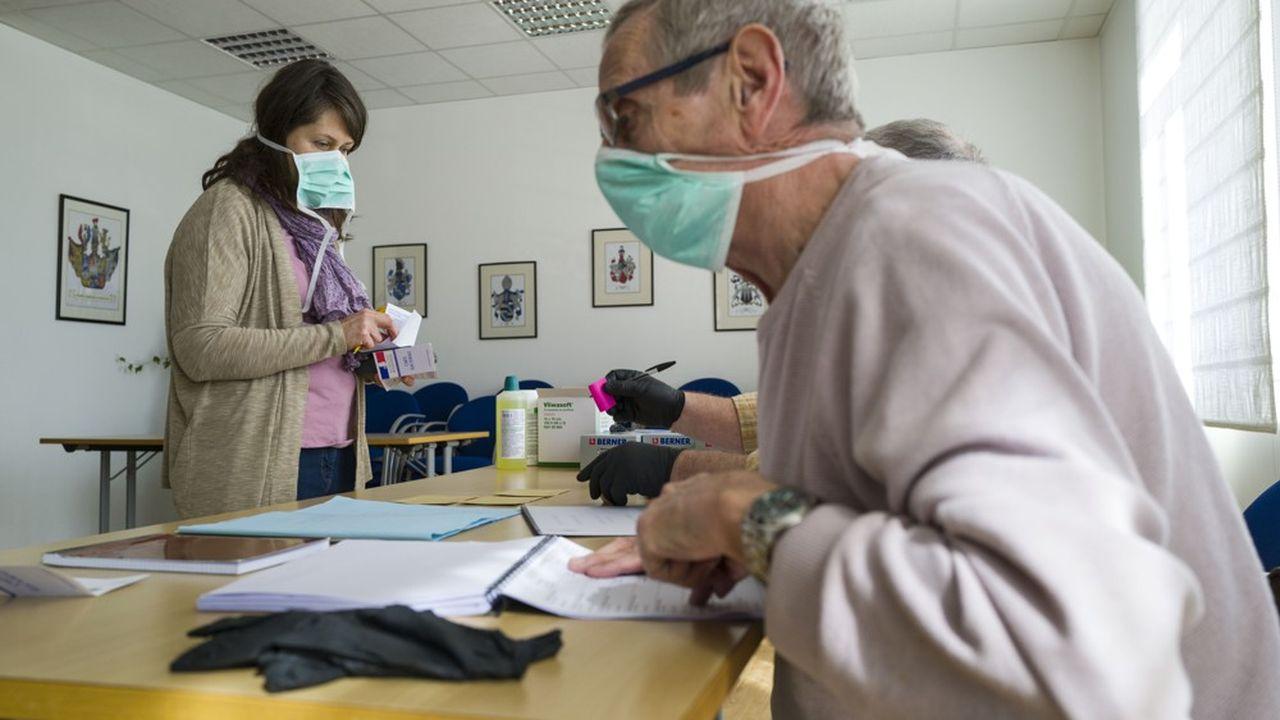 Faute de respecter les mesures de distanciation d'un mètre, de diminution massive des contacts, la situation dans les hôpitaux pourrait s'aggraver.
