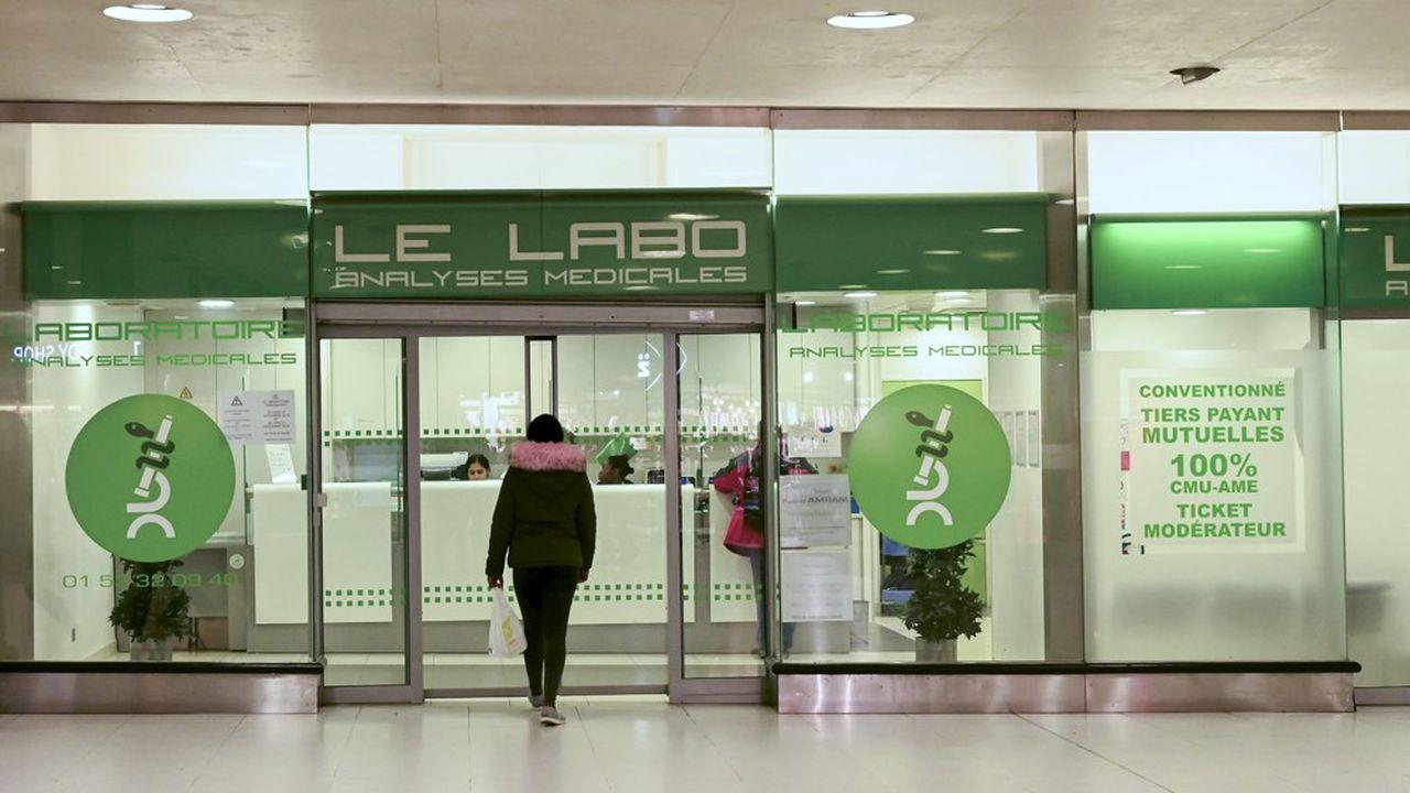 En France, les laboratoires de ville sont autorisés, depuis ce lundi, par décret du Ministère de la santé, à réaliser ce test.
