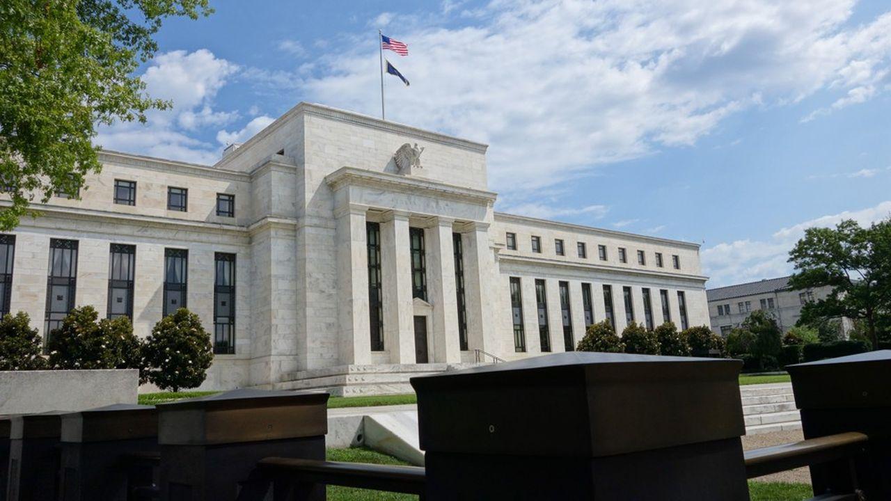 Les baisses des taux d'intérêt, qui se sont accentuées avec la décision historique de la Fed (photo) d'envoyer ses taux près de zéro dimanche, ont fait chuter le taux d'intérêt immobilier à 30 ans, le plus populaire aux Etats-Unis, à son plus bas niveau depuis près de 50 ans.