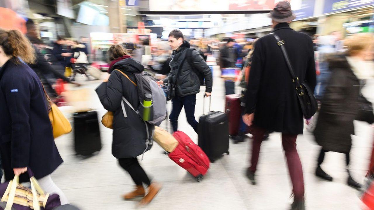 Les gares parisiennes ont été prises d'assaut avant la mise en place des mesures de confinement. Ici à la gare Montparnasse il y a quelques semaines.