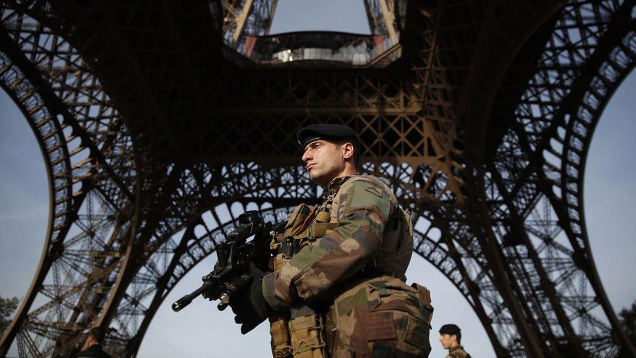 Appelés en renfort après les attentats de 2015, les militaires français ne sont pour l'heure pas sollicités pourappliquer les mesures de confinement.