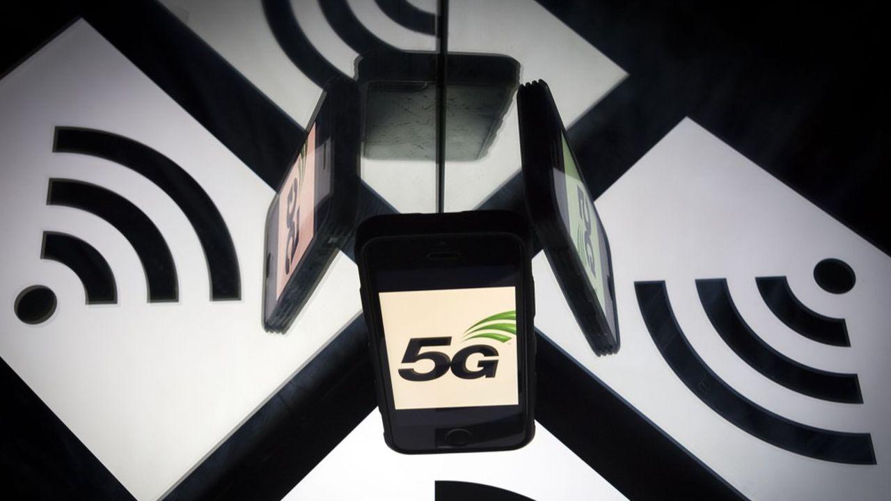 Les premiers forfaits 5G devaient être commercialisés à l'été par les opérateurs français