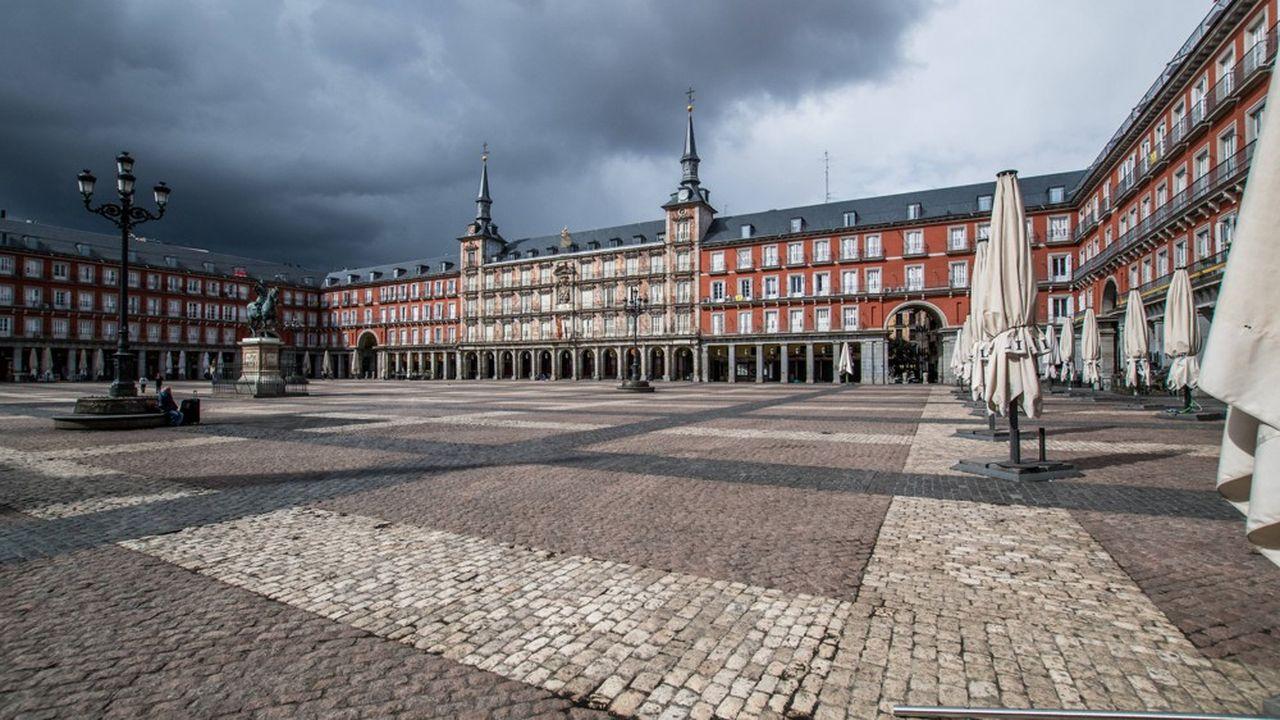 Madrid vidée de ses habitants et des touristes en raison du coronavirus. Beaucoup d'économistes proposent que la BCE rachète massivement les dettes publiques des Etats membres en difficulté.