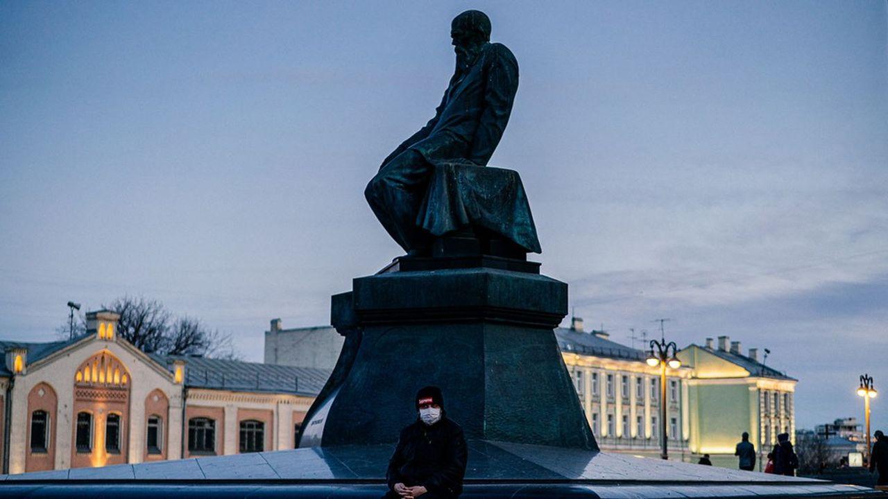 La Russie continue de faire exception dans la crise du coronavirus, mais les rumeurs se font pourtant nombreuses sur un bilan médical plus lourd.