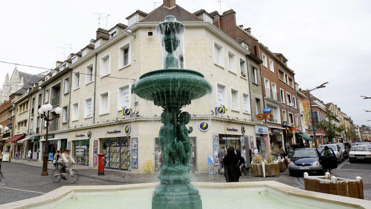 Deux rues commerçantes, dans le centre de Beauvais (Oise).