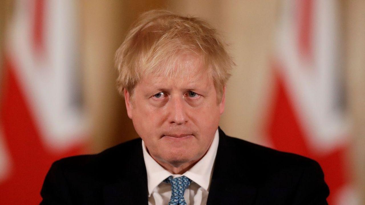 Boris Johnson est sur la sellette, outre-Manche, pour avoir, dans un premier temps, appliqué une stratégie d'immunité collective face au coronavirus, potentiellement désastreuse.