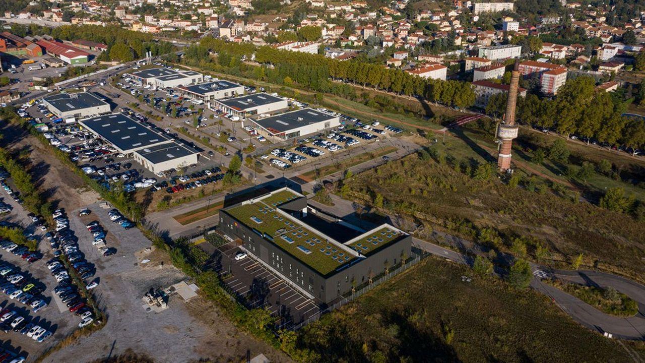 Entouré d'un jardin de 1.000 m2, cet hôtel d'entreprises représente un investissement de 2,23 millions d'euros hors taxe pour la SERL, à travers sa filiale SERL@Immo.