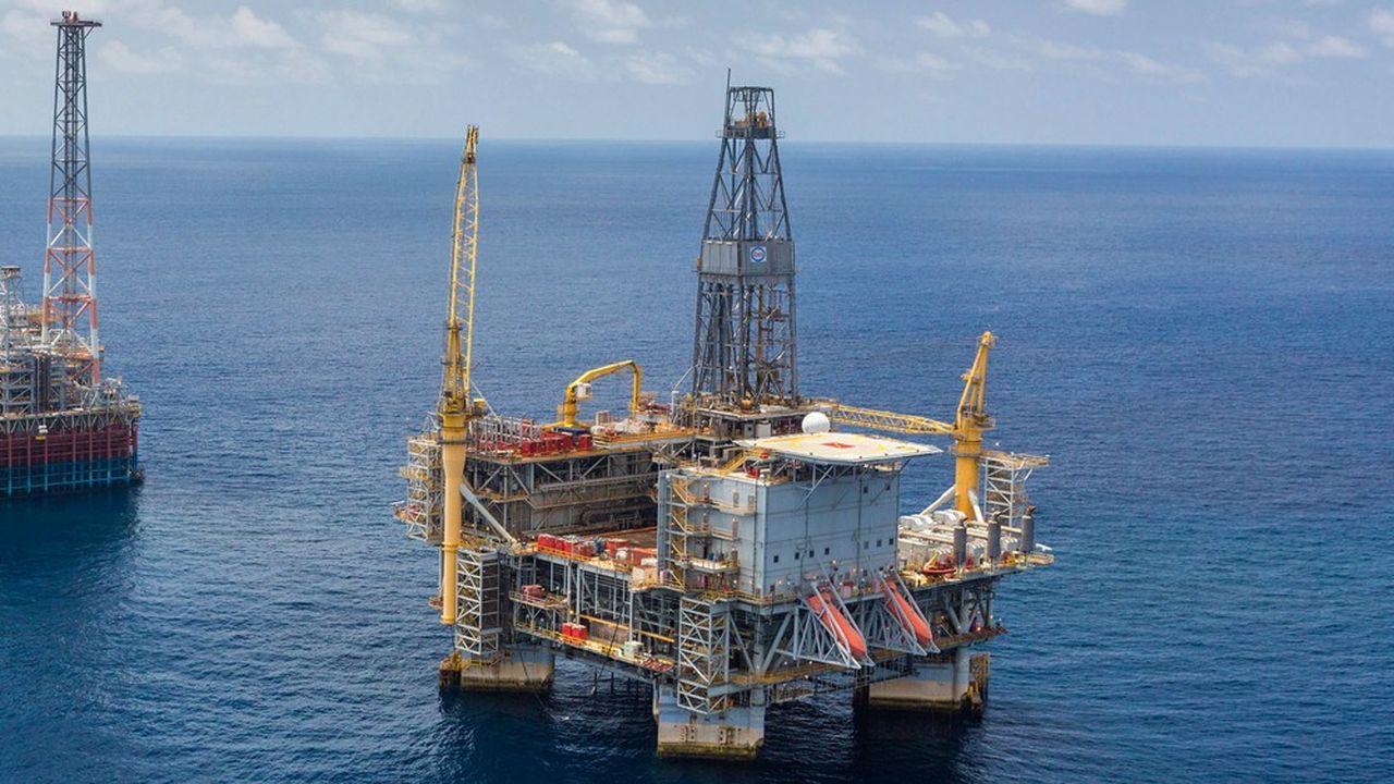 Pétrole à terre ou en mer, gaz, gaz liquéfié… tous les types de projets vont subir des reports cette année, préviennent les analystes d'UBS.