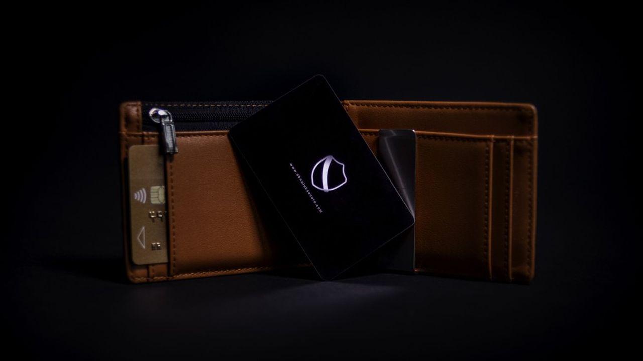 La solution d'Absolut Secure se présente sous la forme d'une carte au format CB, facile à glisser dans son porte-cartes ou portefeuille.