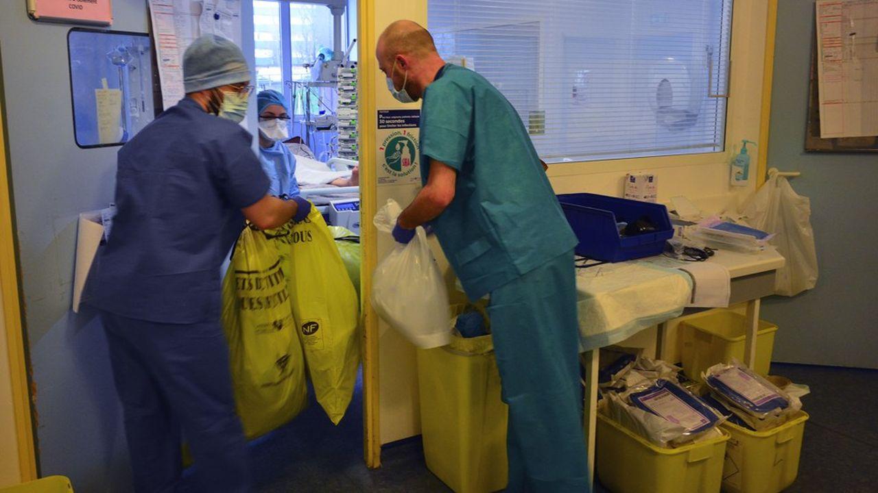 La collecte des déchets hospitaliers dans de bonnes conditions sanitaires pour les personnels de ce secteur est essentielle dans la lutte contre la propagation du covid-19.