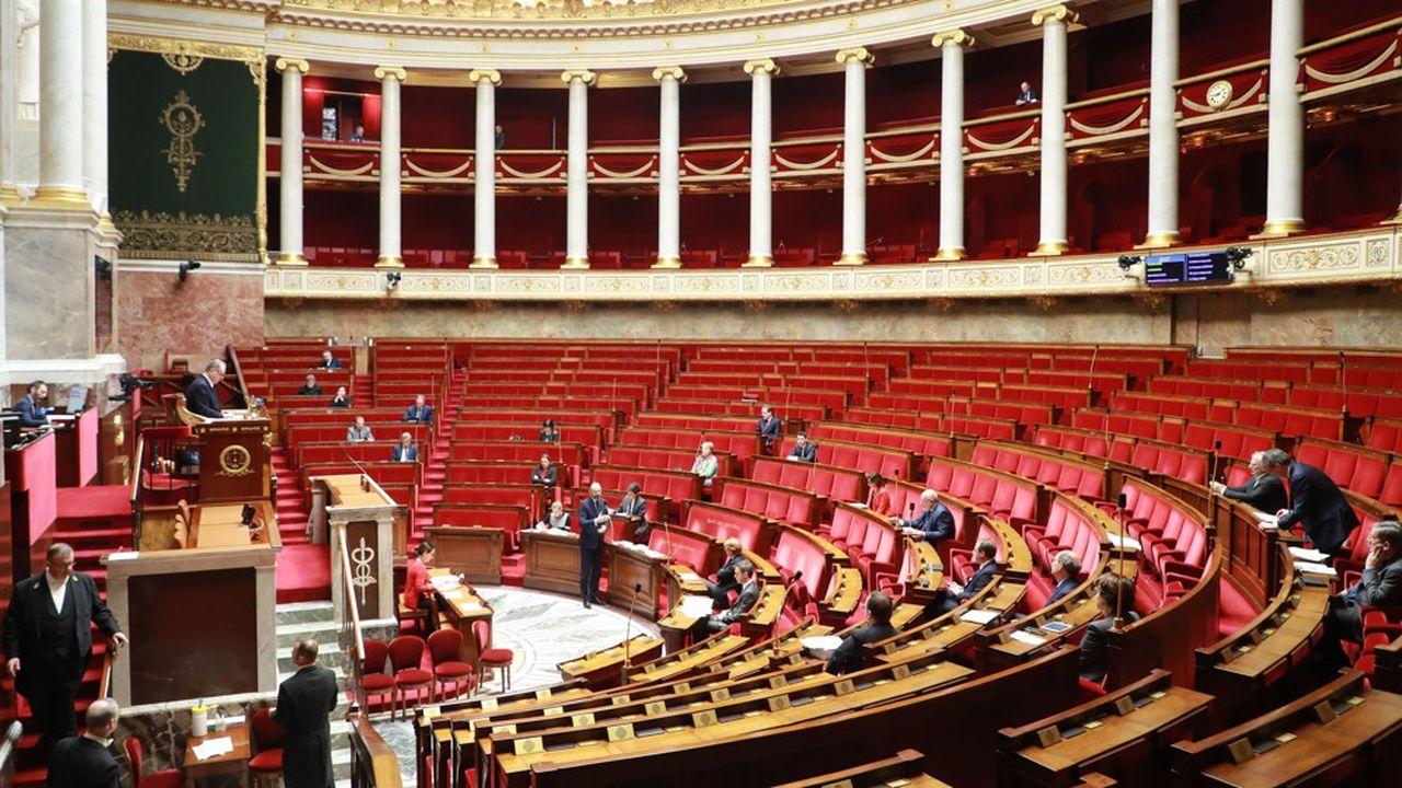 Entre silence pesant et quinte de toux : séance sans précédent à l'Assemblée en pleine crise du coronavirus