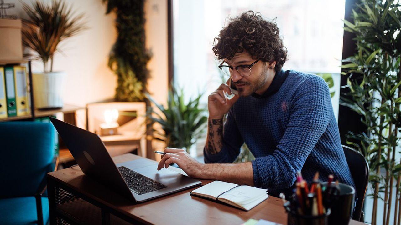 Parmi les enjeux du télétravail à surveiller pour une PME figure la sécurité informatique des communications avec le salarié à domicile.