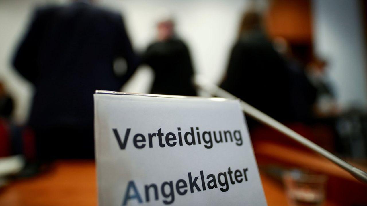 Martin S. et Nick D. écopent de peines avec sursis probatoire pour avoir aidé la cour à comprendre une fraude fiscale qui a coûté 10milliards d'euros aux contribuables allemands.
