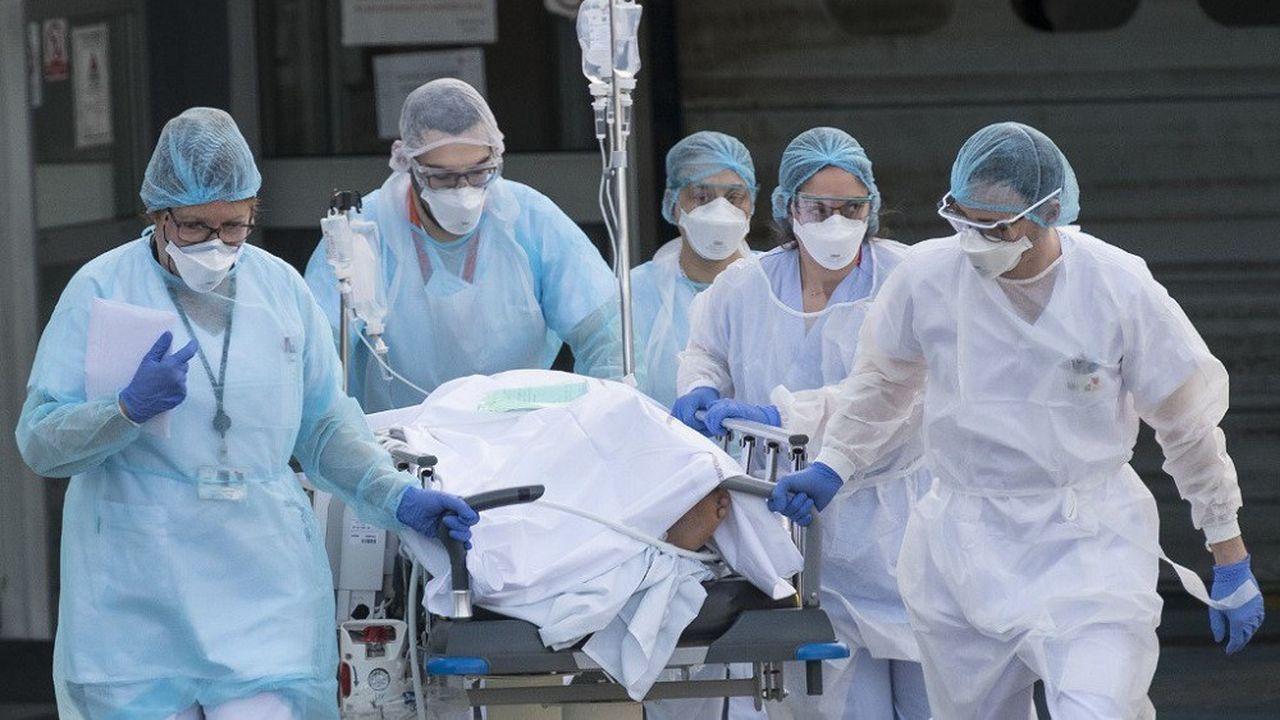 A Mulhouse, certains patients ont été transférés par avion vers d'autres régions, faute de place en réanimation.
