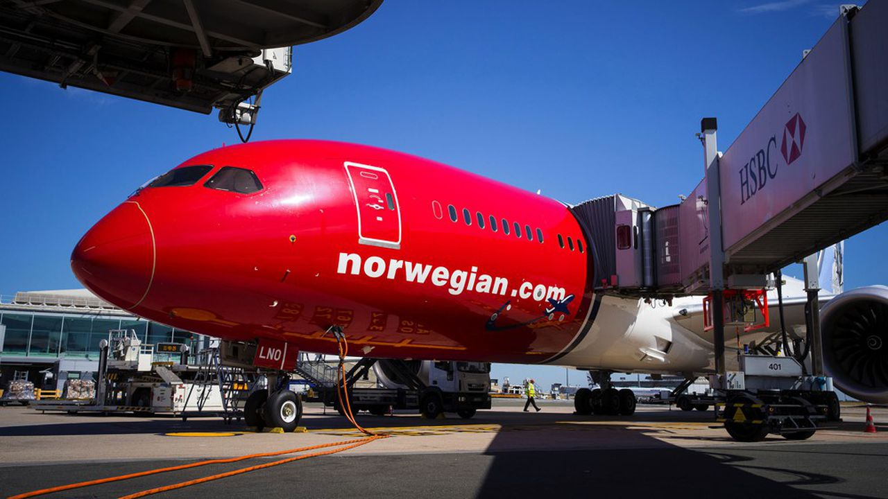 Un Boeing 787 de Norwegian sur le tarmac de Roissy-CDG, avant l'arrêt des vols long-courriers.