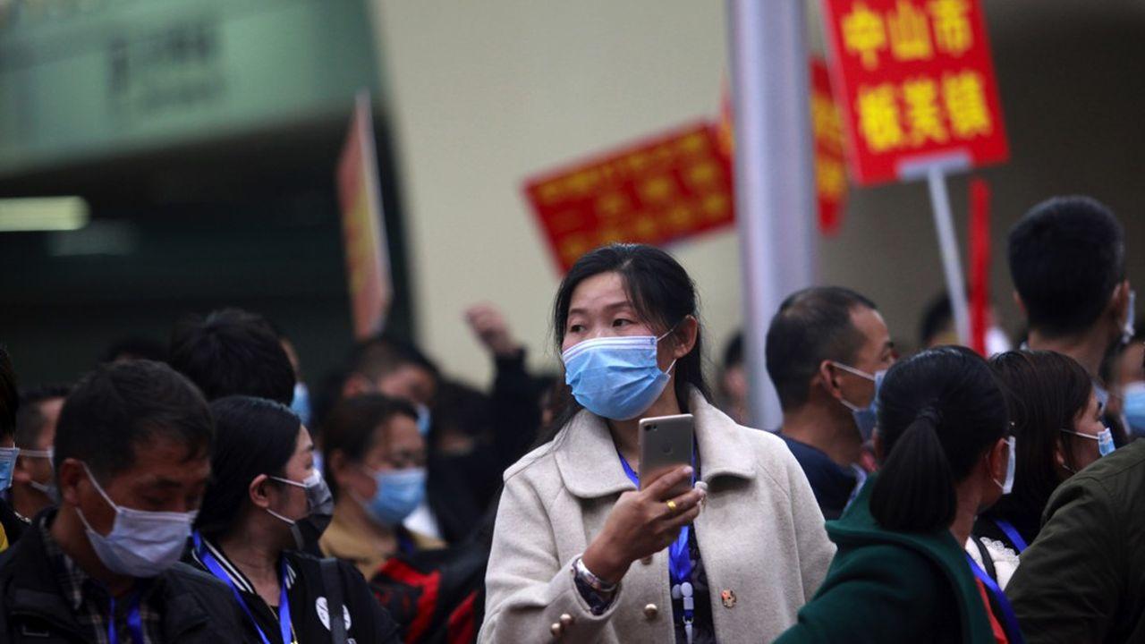 Des travailleurs chinois ont quitté jeudi 19mars la province d'Hubei, épicentre de l'épidémie de coronavirus, et sont arrivés par train spécial à la gare de Guangzhou, dans la province de Guangdong.
