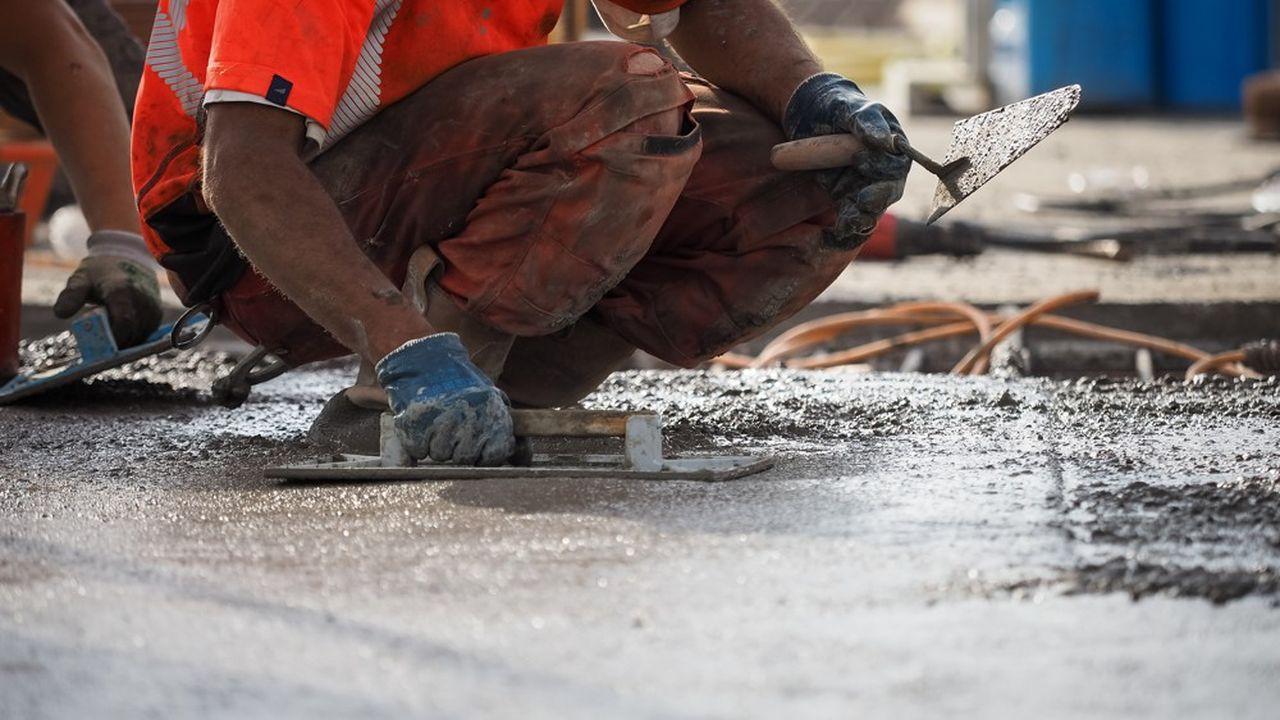 Quelque 90% des chantiers de construction de France sont actuellement gelés en raison de la pandémie de coronavirus, selon les estimations de la Fédération française du bâtiment.