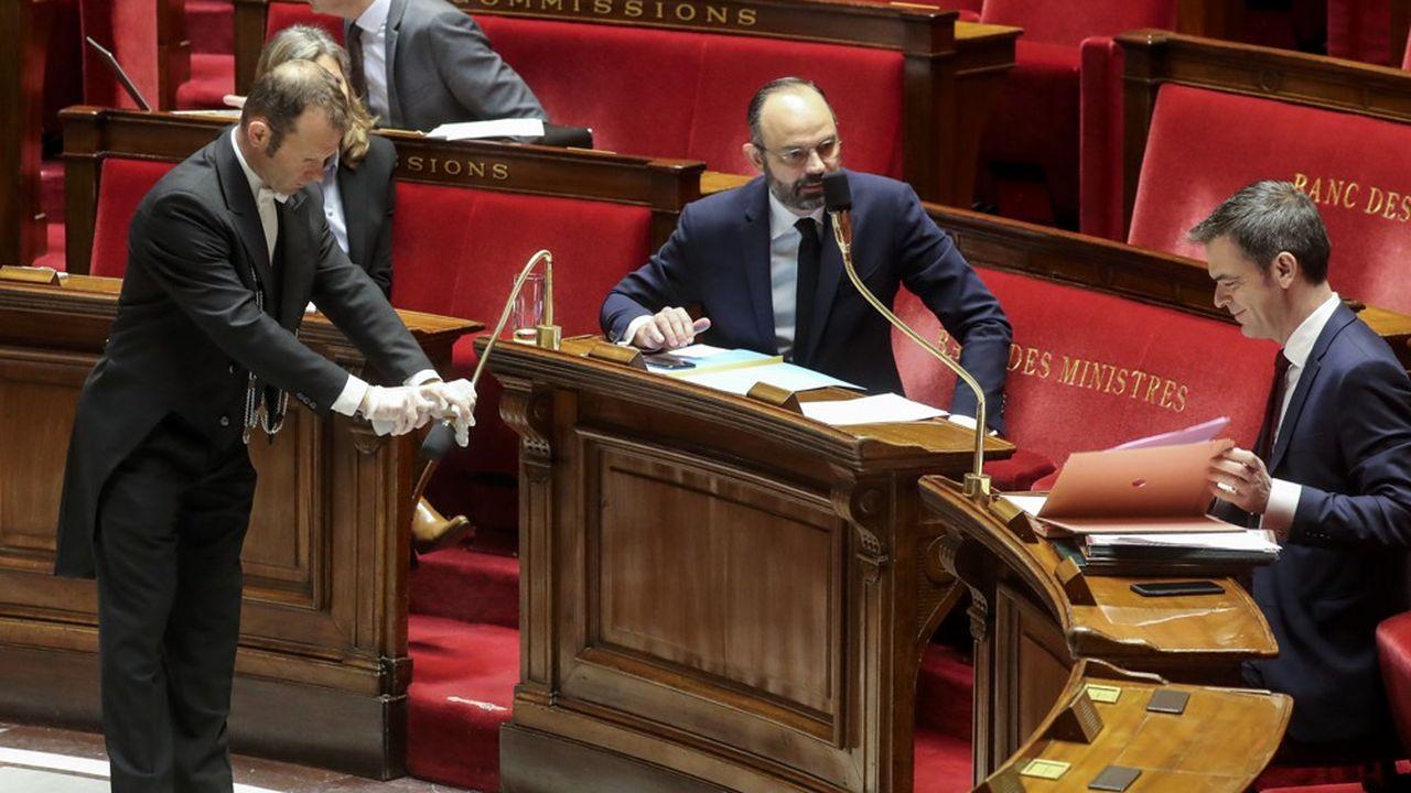 Edouard Philippe et Olivier Veran ce samedi matin à l'Assemblée nationale.