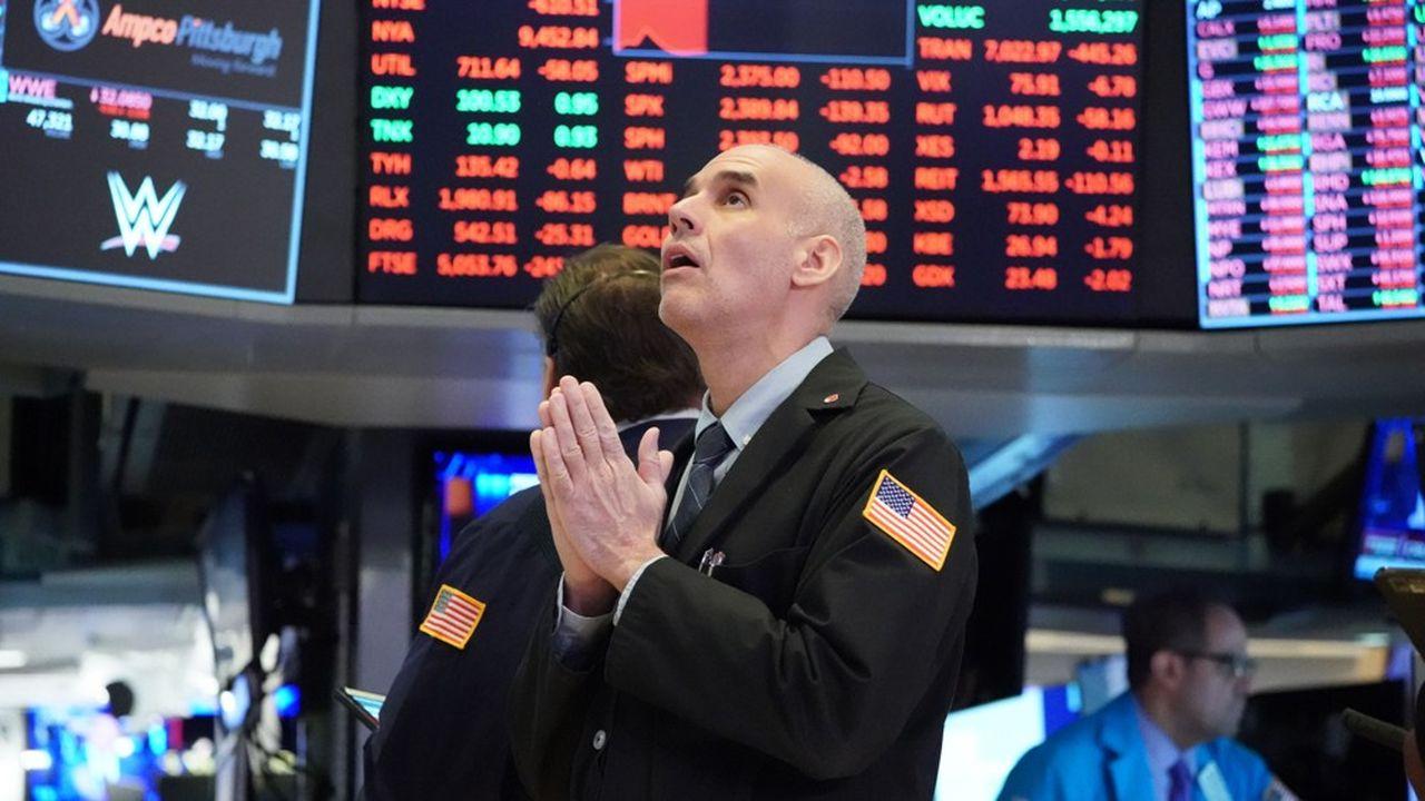 Un trader sur le floor du New York Stock Exchange le 18mars 2020. Après 15minutes de trading, le Dow Jones s'était déjà effondré de 1.200 points.