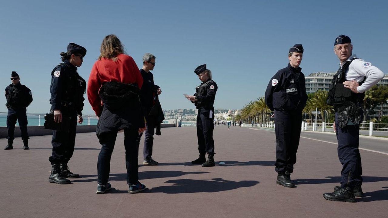 A Nice, la promenade des Anglais est désormais «bouclée». Christian Estrosi, son maire, a pris un arrêté instaurant un couvre-feu sur tout le territoire de la ville. Objectif: appuyer l'action de la police nationale pour faire strictement respecter les mesures de confinement décidées par le gouvernement.