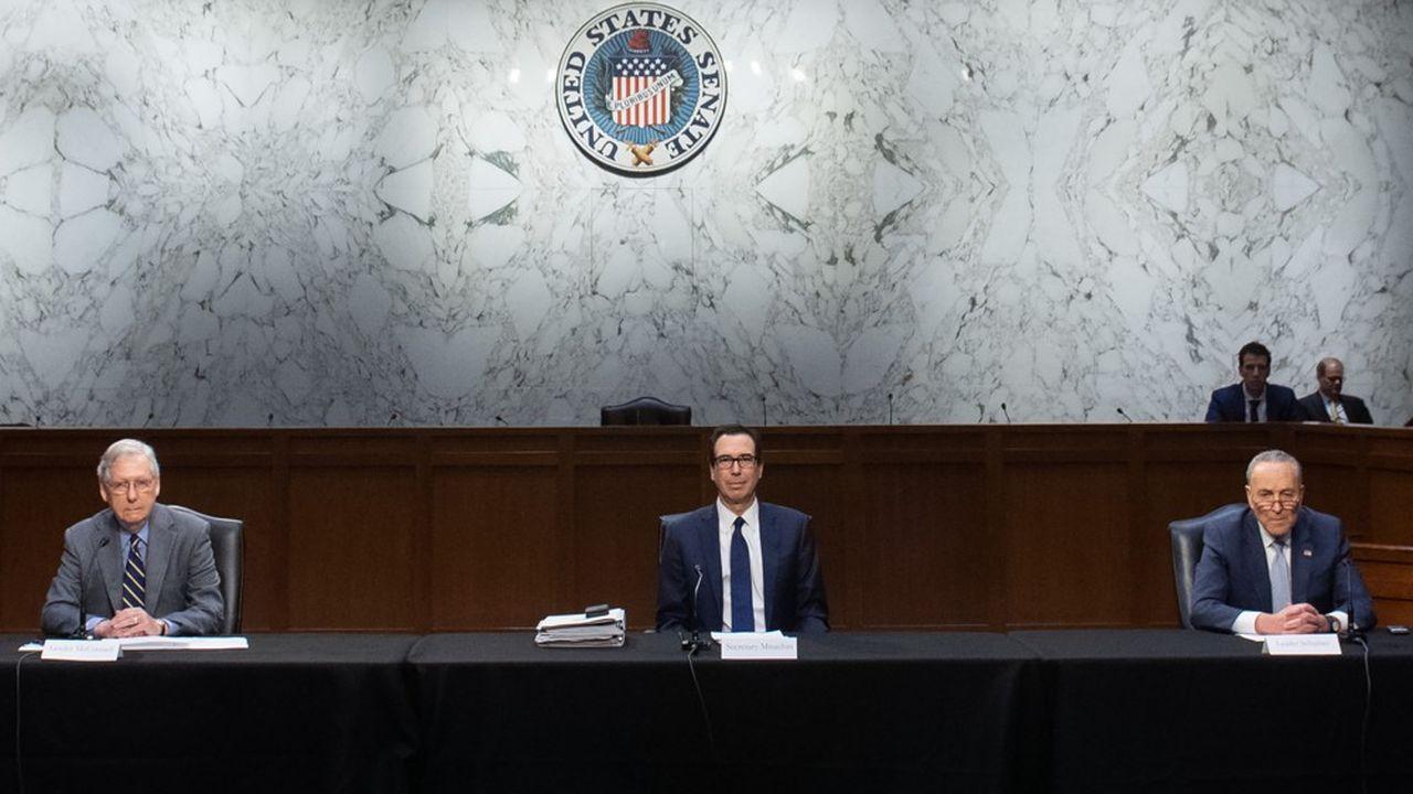 Négociations difficiles entre le sénateur républicain Mitch McConnell (à gauche), le secrétaire au Trésor, Steve Mnuchin (au centre) et le sénateur démocrate Chuck Schumer à propos du plan de soutien à l'économie américaine.
