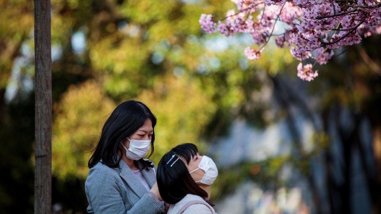 Les autorités japonaises n'avaient testé, en fin de la semaine dernière, que 15.000 personnes, quand la Corée du Sud, un pays deux fois moins peuplé, en avait testé 300.000.