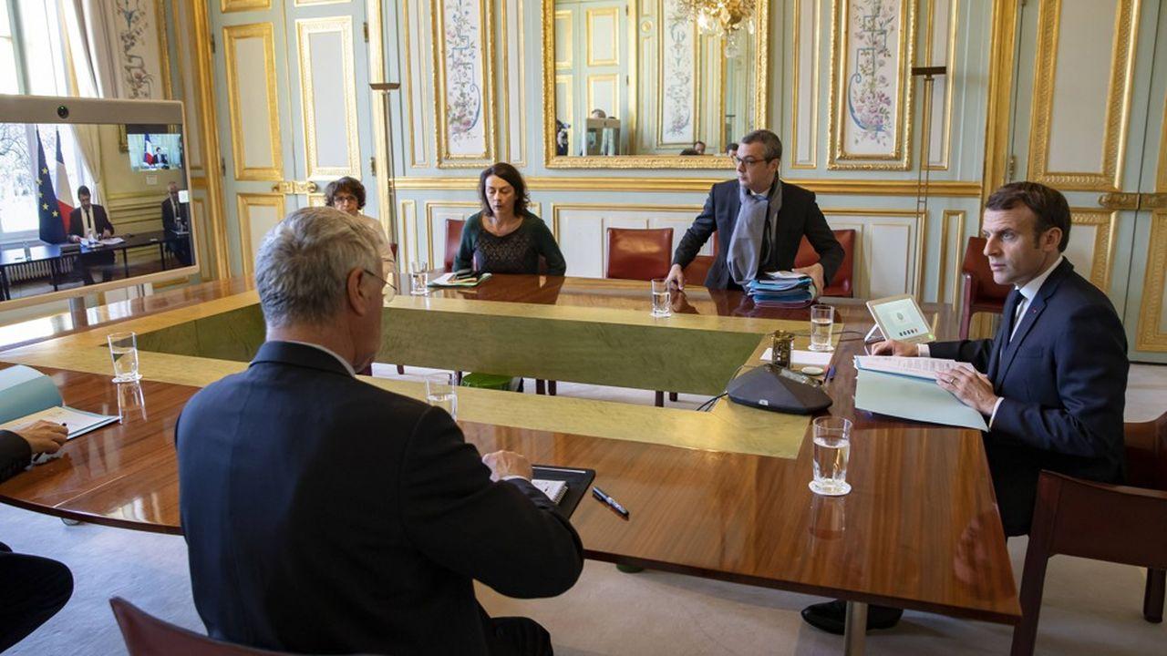 Emmanuel Macron, lors de la réunion téléphonique ce lundi matin avec les représentants des principaux cultes (catholique, protestant, musulman, juif…), des associations laïques et de francs-maçons.